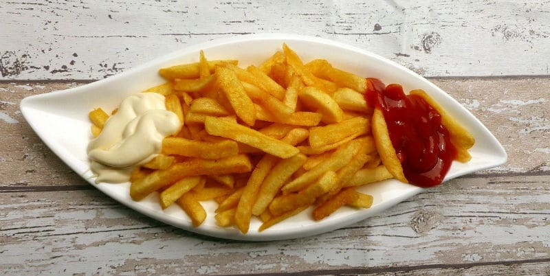 chips with vegan mayo and ketchup