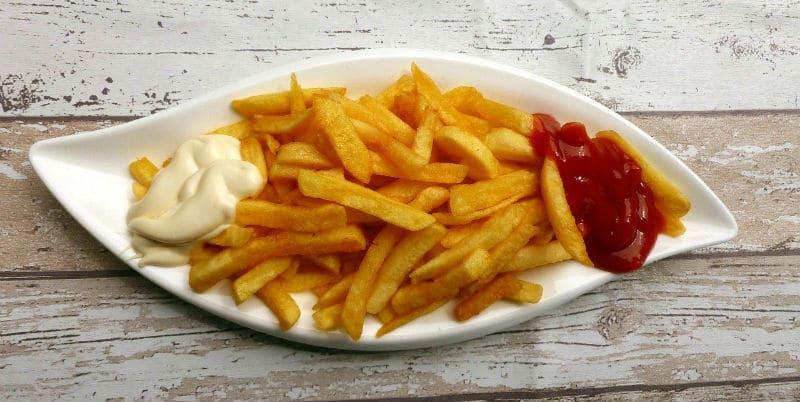 chips with vegan mayo and ketchup