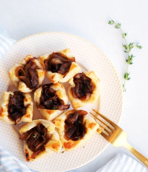 vegan onion puff pastry cups