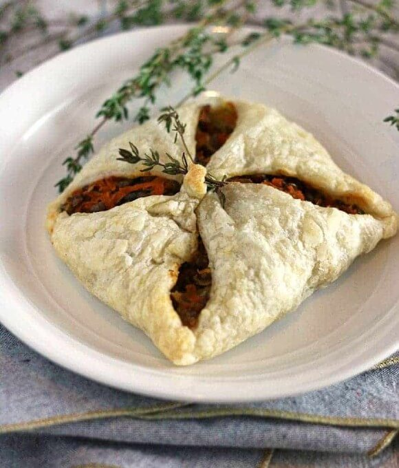 Lentil puff pastry pockets