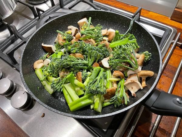 Green Chef vegan Ginger Shiitake Mushrooms and Teriyaki Tofu cooking