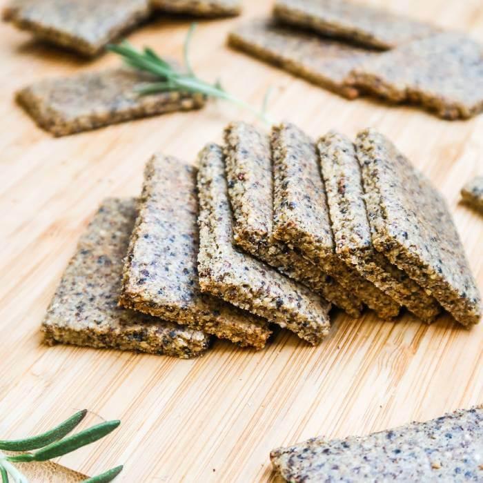 Crackers with quinoa and tahini