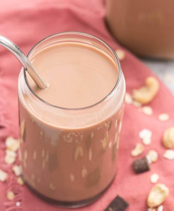 Chocolate oat milk with cashews